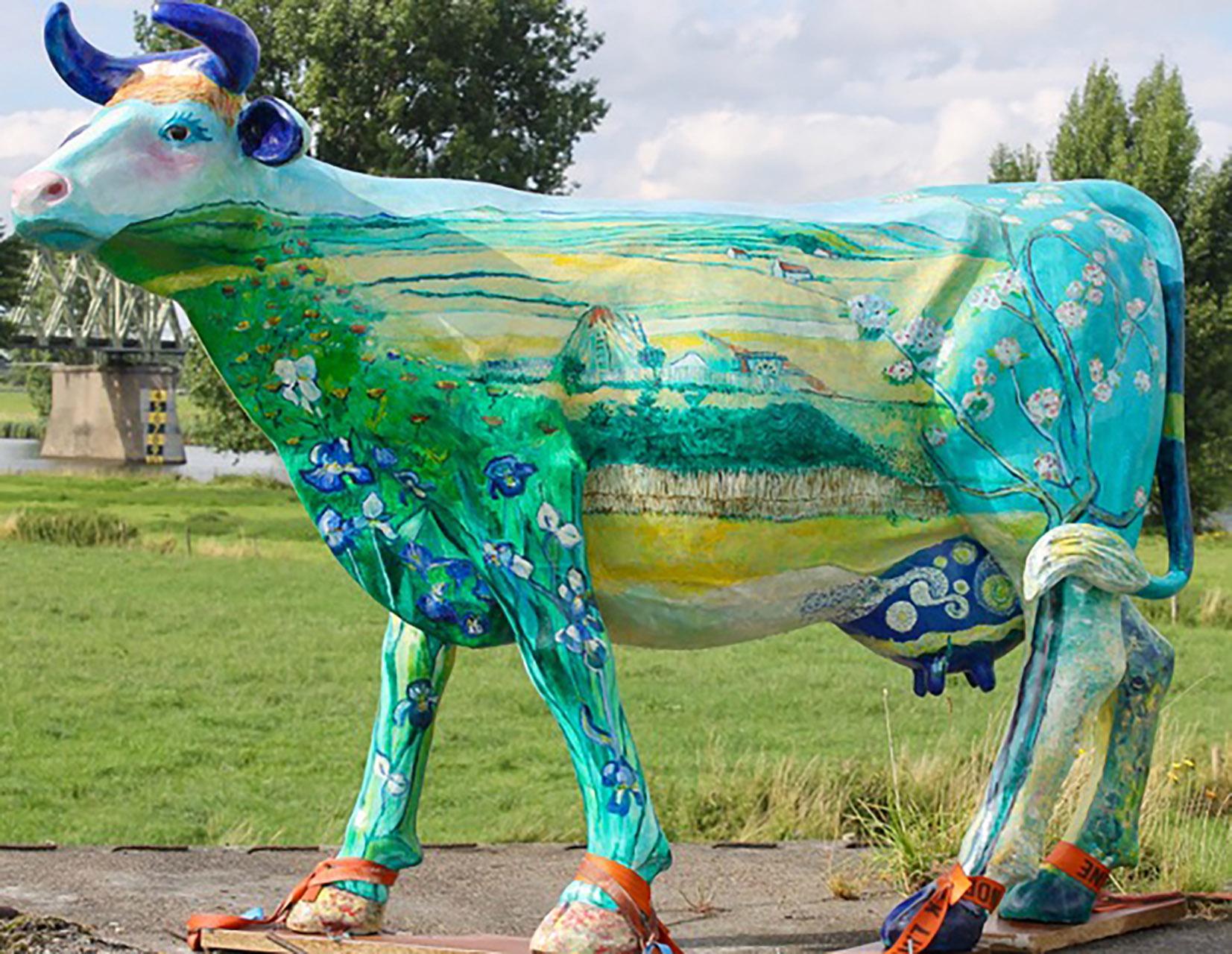 Ank Thijssen_Van Goghkoe_ kunststof koe op ware grootte
